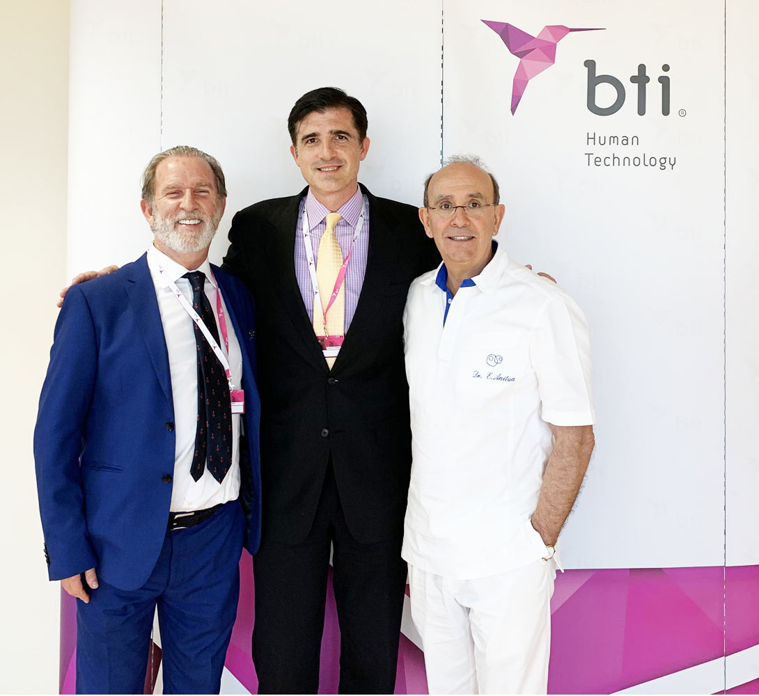 Dr_Fernando_Kirchner_and_Dr_Eduardo_Anitua_Dr_Stephen_J_Roman_Regenerative_Medicine